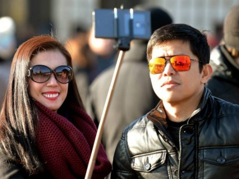 Disney ban selfie sticks across all theme parks