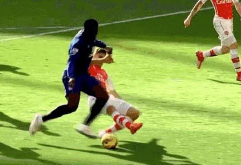 Arsenal defender Gabriel Paulista proves he can replace Per Mertesacker with incredible tackle on Romelu Lukaku