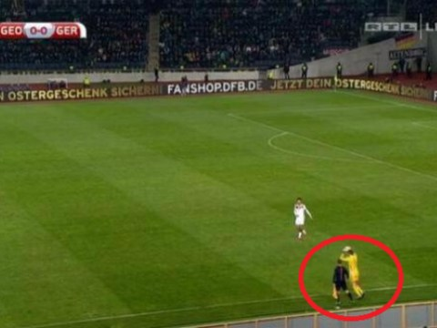 Bayern Munich goalkeeper Manuel Neuer is now taking throw ins for German national team