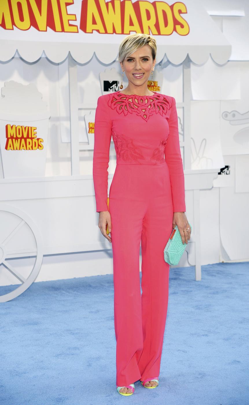 Actress Scarlett Johansson arrives at the 2015 MTV Movie Awards in Los Angeles, California April 12, 2015. REUTERS/Phil McCarten Phil Mccarten/Reuters