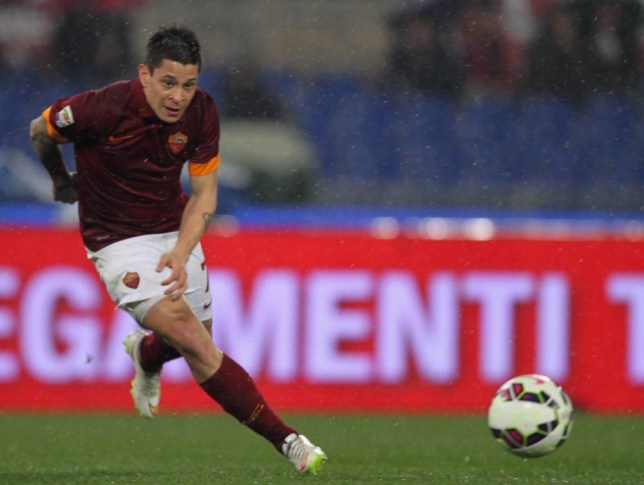 ROME, ITALY - MARCH 16: Juan Iturbe of AS Roma in action during the Serie A match between AS Roma and UC Sampdoria at Stadio Olimpico on March 16, 2015 in Rome, Italy.  (Photo by Paolo Bruno/Getty Images)