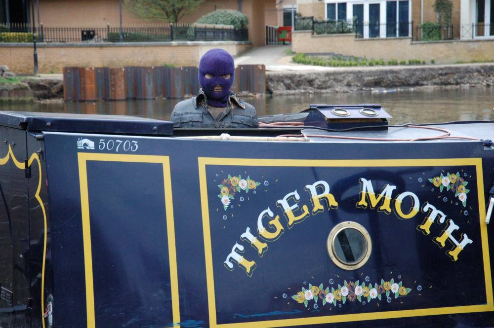 Thames Valley Police are seaching for the Misile on the roof of this floats barge in the River Thames ,Police say they have put The Bomb Squad on Alert at Did cote in Oxforshire this evening.nPaul King/ 01256 959913/Tel 07765093019