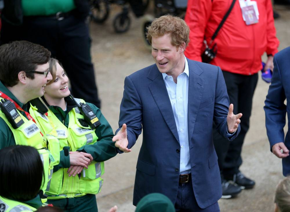 Prince Harry during the Women's Elite Race during the 2015 Virgin Money London Marathon. PRESS ASSOCIATION Photo. Picture date: Sunday April 26, 2015. See PA story ATHLETICS London. Photo credit should read: David Davies/PA Wire