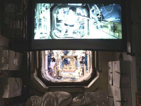 Astronauts watch 'Gravity' while weightless on the International Space Station