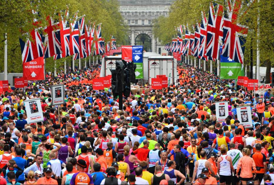 A record 386,050 people have applied to run in next year's London Marathon