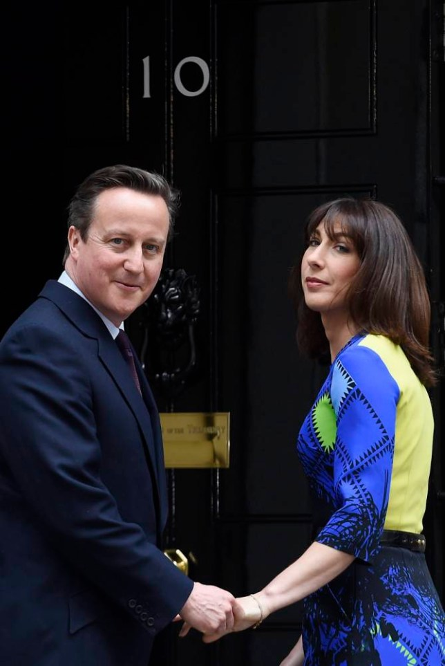 epa04738470 British Prime Minister and Conservative party leader David Cameron (R) with his wife Samantha (L) stand at the door of Number 10 Downing Street in London, Britain, 08 May 2015. Cameron hailed the 'sweetest victory' of his political career in the general elections, with the win giving the Conservatives around 330 seats and a clear mandate for another five years in office.  EPA/FACUNDO ARRIZABALAGA