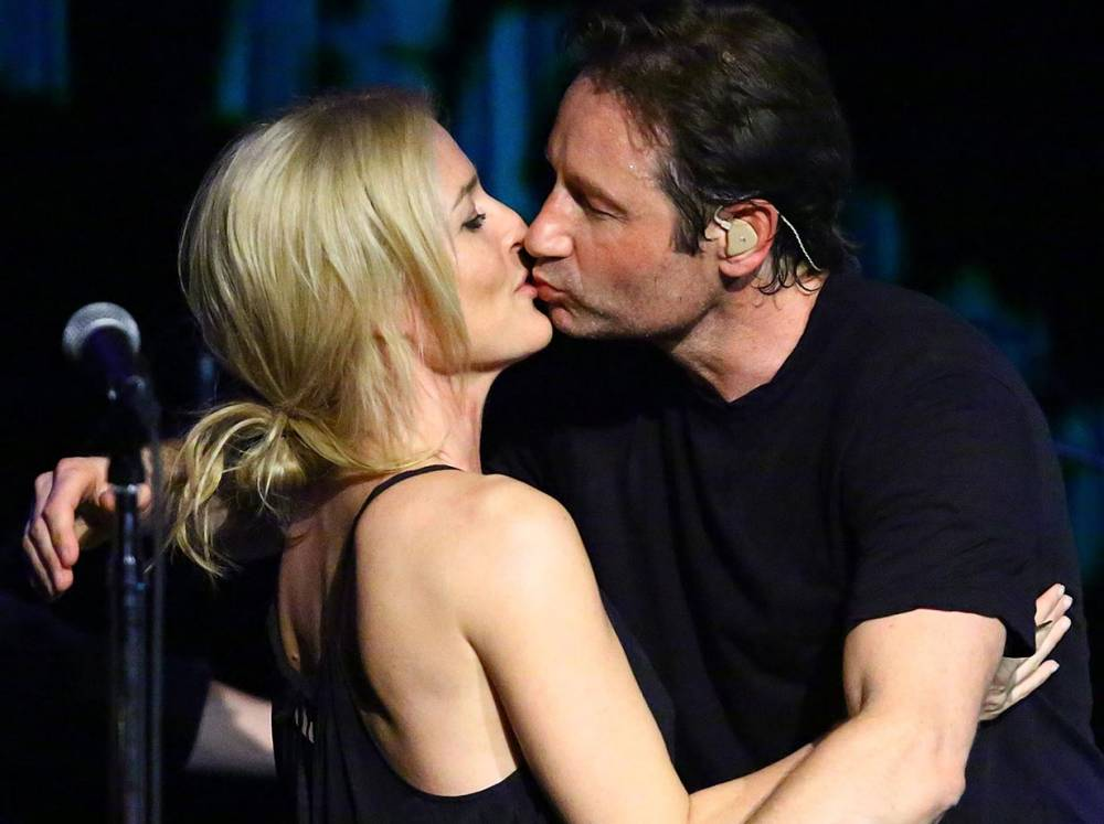 Mulder and Scully kiss at concert ahead of the X Files reboot