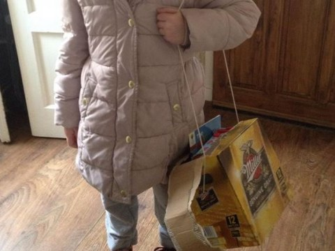 Girl loses her schoolbag, dad comes up with genius alternative, she looks delighted