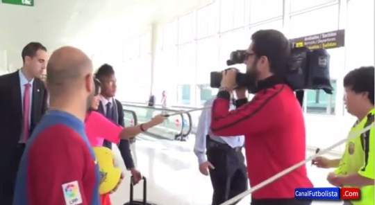 Fan trying to get Neymar's autograph