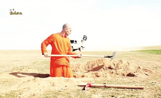 ISIS prisoner is forced to dig his own grave before being beheaded