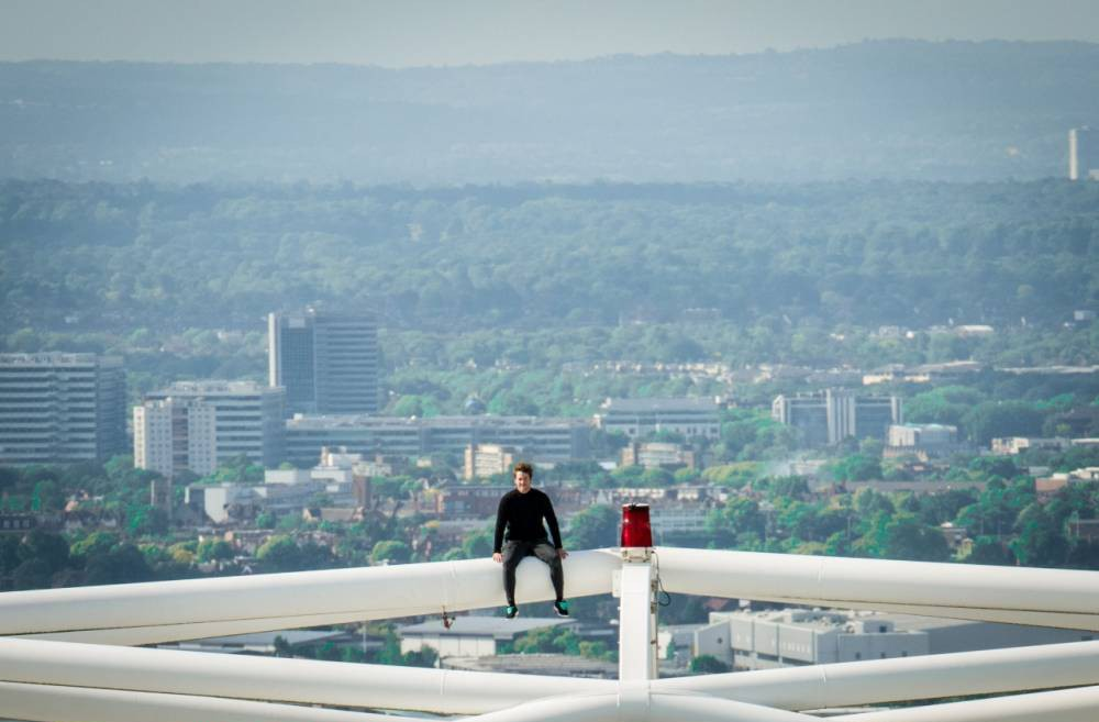 Daring freeclimber scales Wembley's 440ft arch