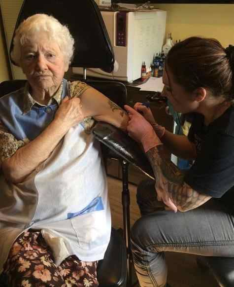 Gwladys Williams, 94, of Blaenau Ffestiniog, having the tattoo done by Sascia