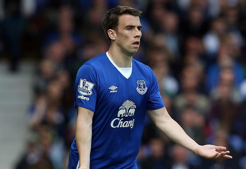 Manchester United 'close on transfer of Seamus Coleman, Everton have identified his replacement'