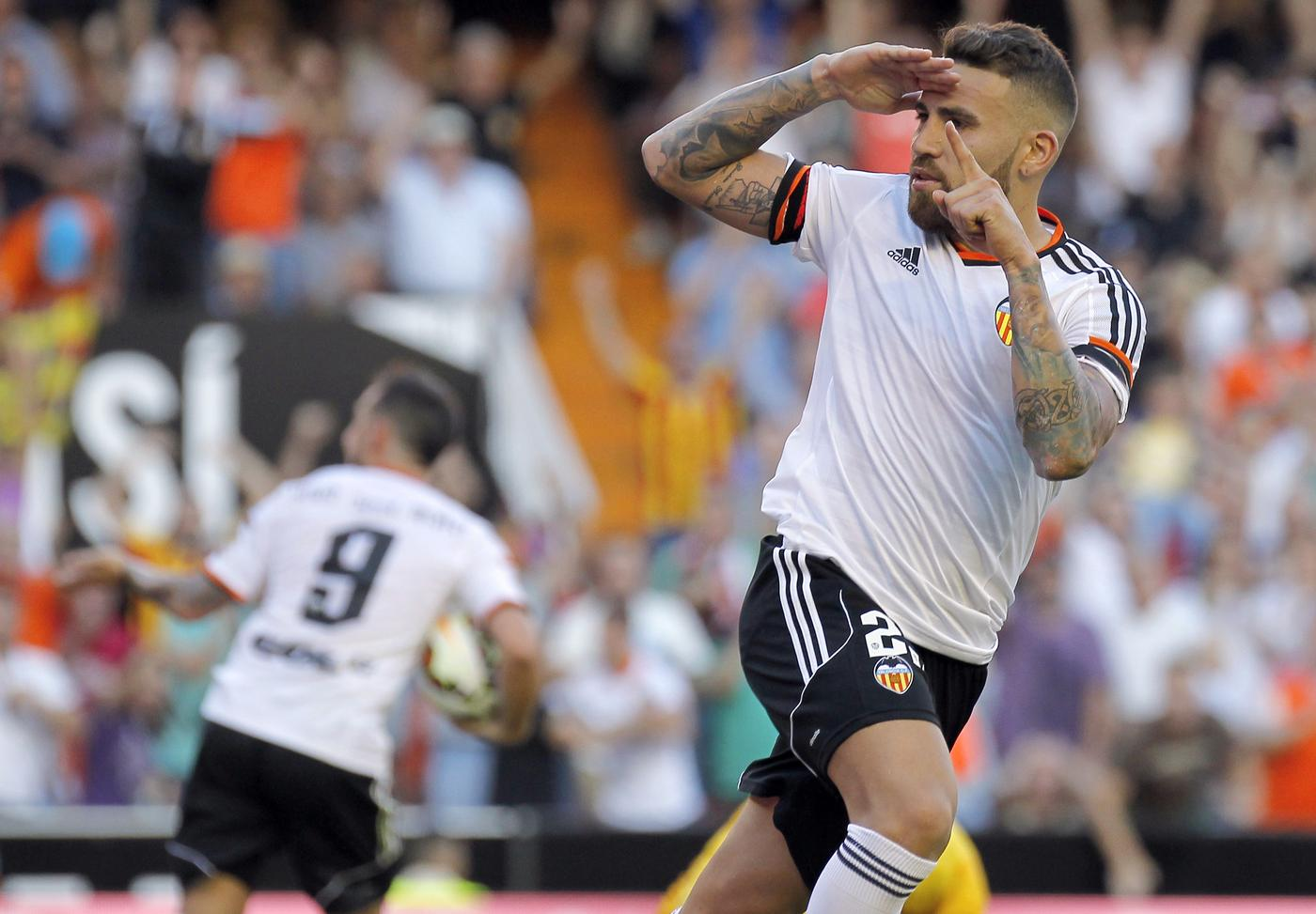 Nicolas Otamendi 'holds crunch talks with Valencia officials to push through £36.4m Manchester United transfer'