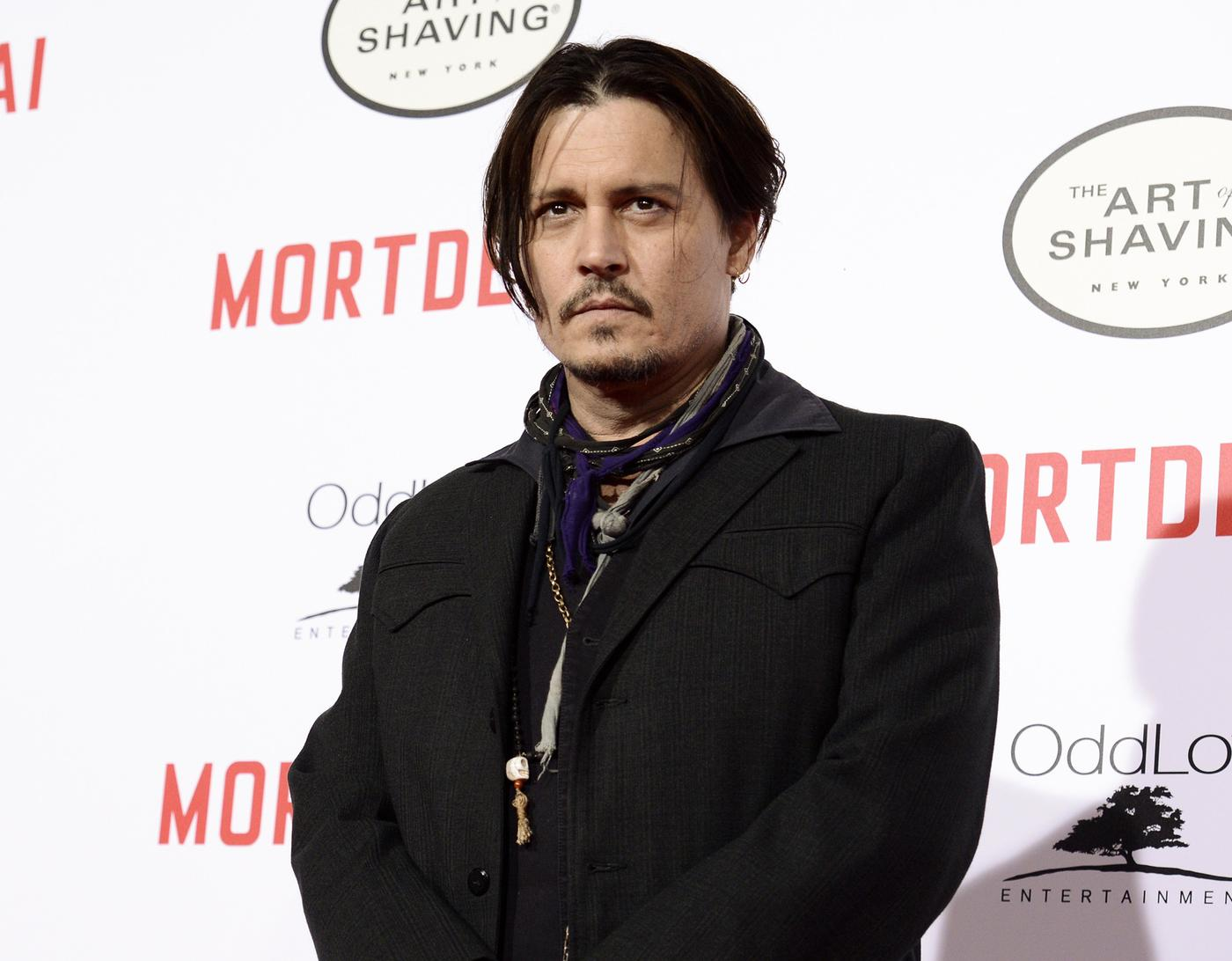 Johnny Depp texts exactly how you think Johnny Depp would text