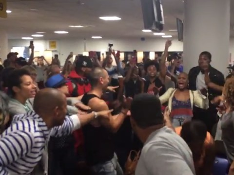 The casts of The Lion King and Aladdin had an airport sing-off