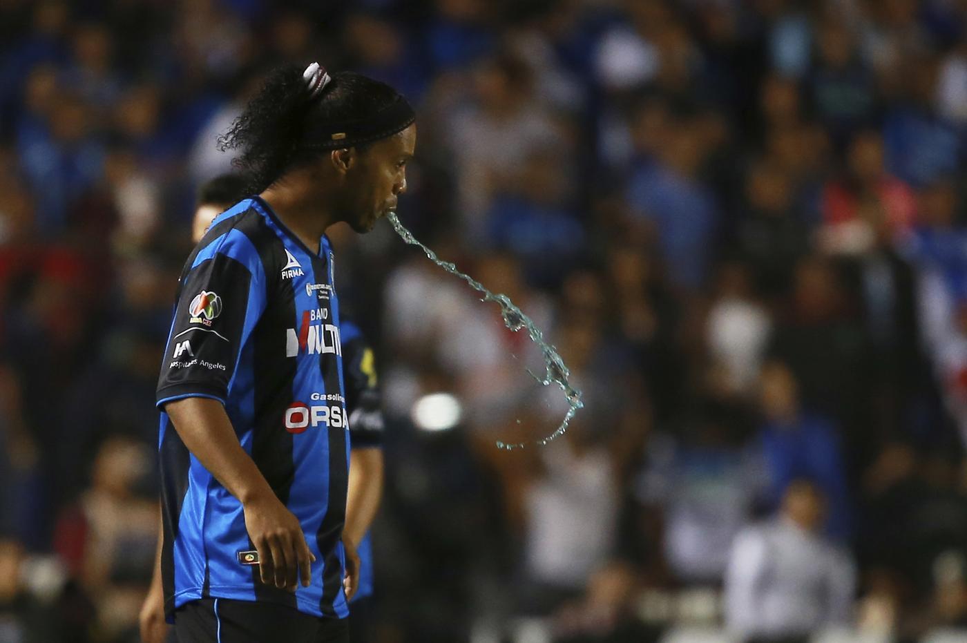 Ronaldinho keen on joining Steven Gerrard at LA Galaxy