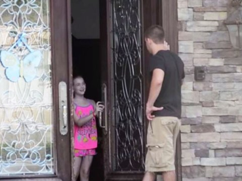 Shocking video shows just how easy it is for children to let strangers into your home