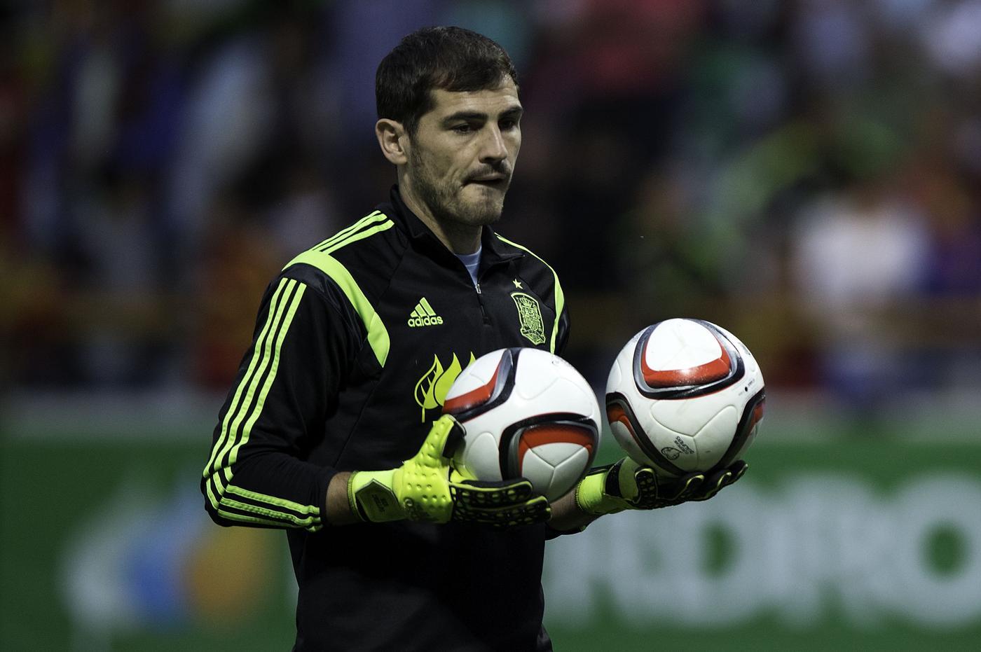 Iker Casillas' agent 'has met with Tottenham to discuss transfer'