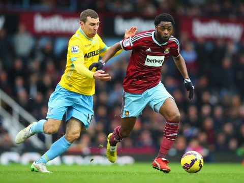 Alex Song 'set for £6m Chelsea transfer as he eyes Barcelona exit'