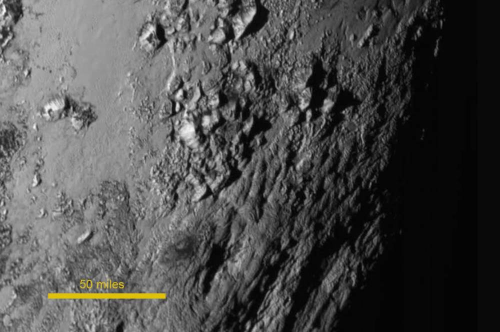 epa04848277 A handout photo released by NASA on 15 July 2015 shows a new close-up image of a region near Pluto's equator which reveals a range of youthful mountains rising as high as 11,000 feet (3,500 meters) above the surface of the icy body. The image was taken about 1.5 hours before New Horizon's closest approach to Pluto, when the craft was 478,000 miles (770,000 kilometers) from the surface of the planet.  EPA/NASA / HANDOUT Image Credit: NASA-JHUAPL-SwRI HANDOUT EDITORIAL USE ONLY