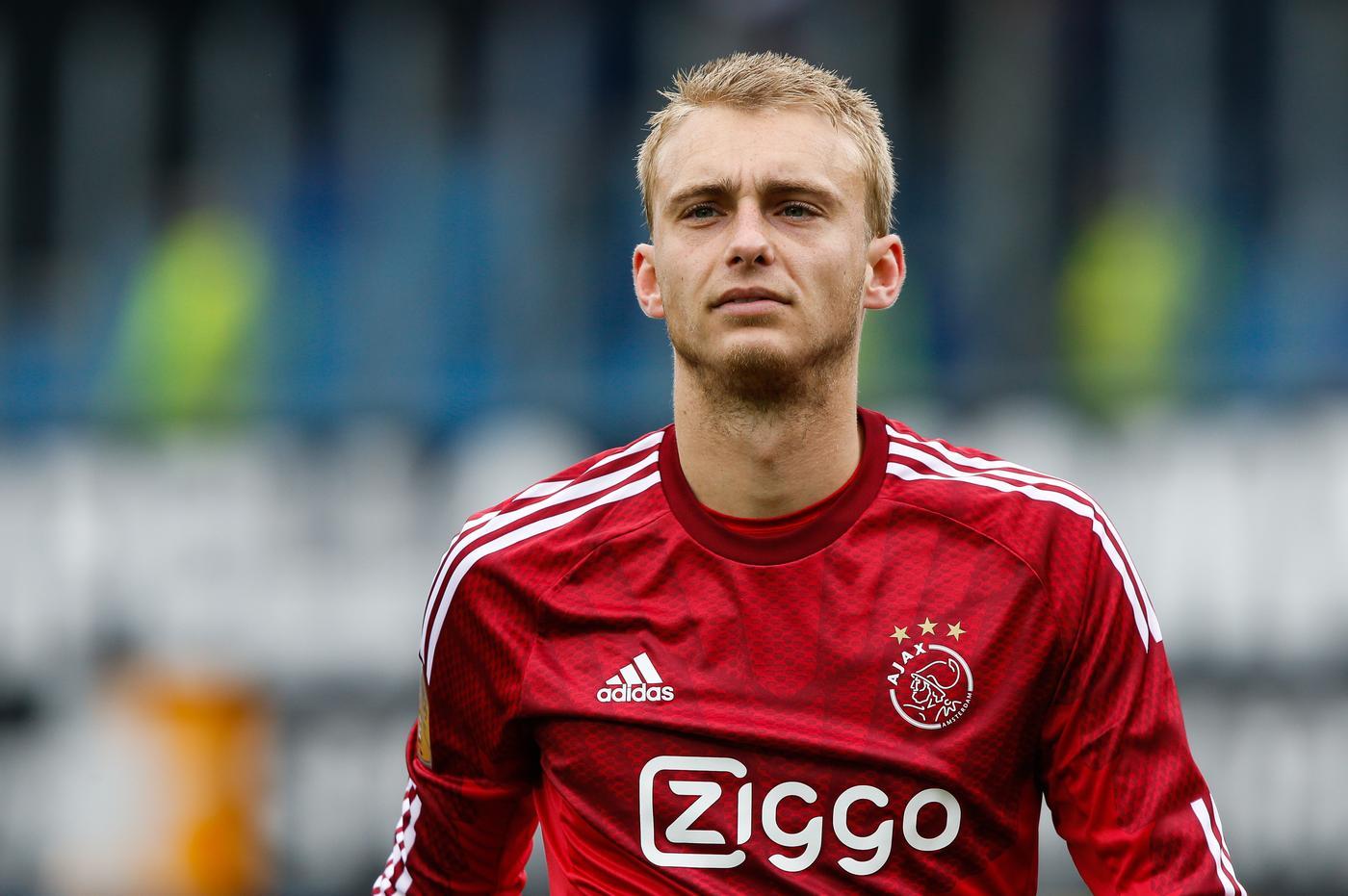 Manchester United target Jasper Cillessen could complete transfer, admits Ajax boss Frank De Boer