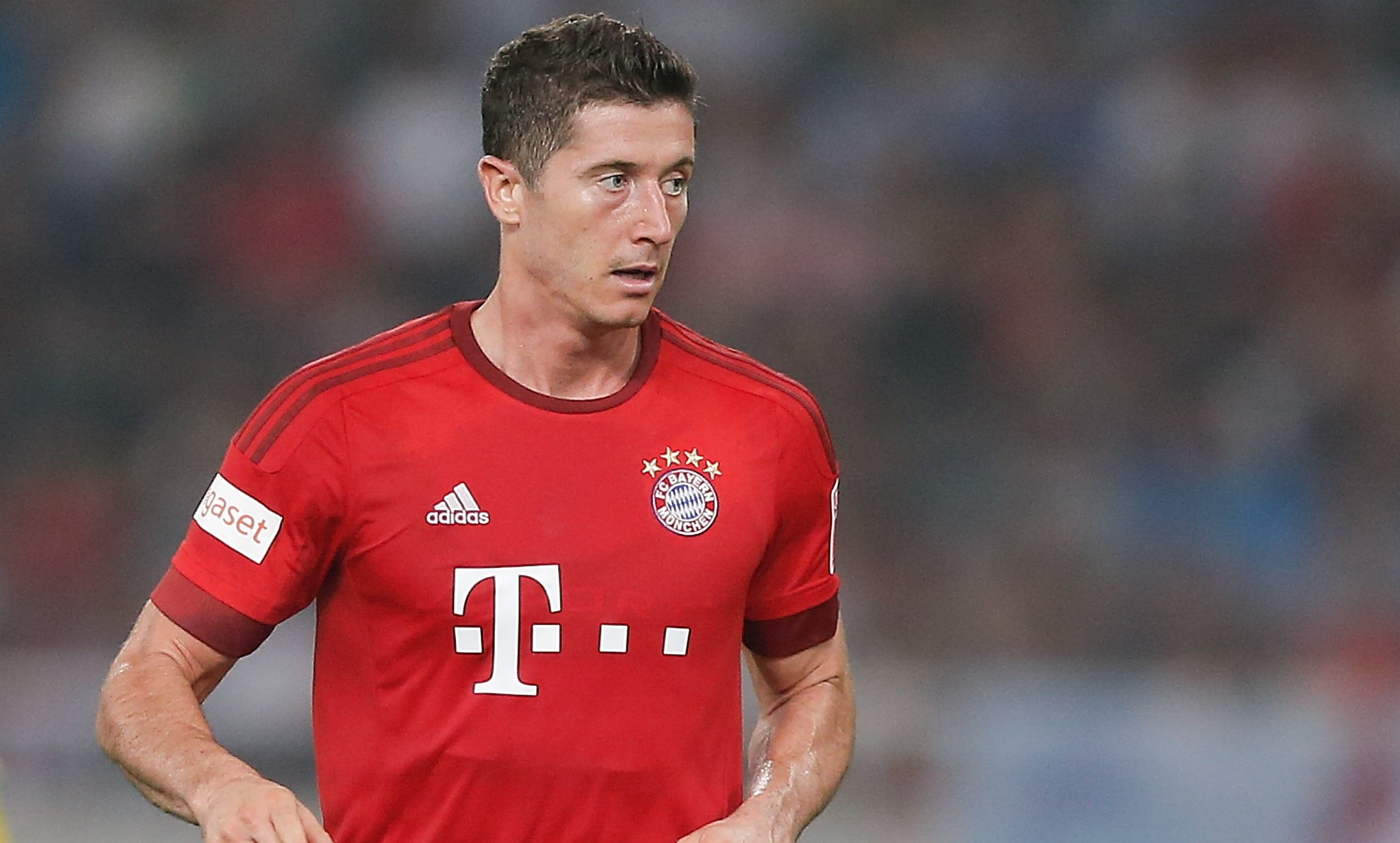 SHANGHAI, CHINA - JULY 21:  Robert Lewandowski of FC Bayern Muenchen in action during the international friendly match between FC Bayern Muenchen and Inter Milan of the Audi Football Summit 2015 at Shanghai Stadium on July 21, 2015 in Shanghai, China.  (Photo by Lintao Zhang/Getty Images)
