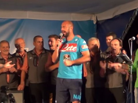 Watch Pepe Reina get seriously stuck into some karaoke on Napoli tour