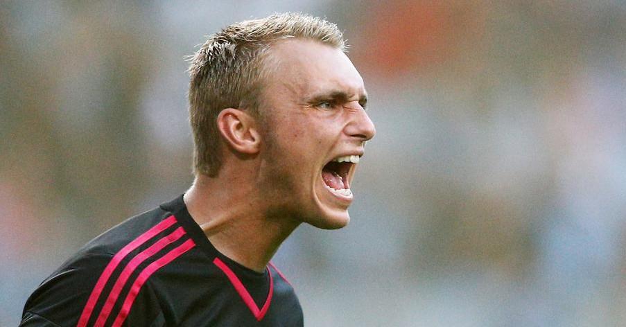 Ajax manager Frank de Boer says Manchester United must make huge transfer offer for Jasper Cillessen