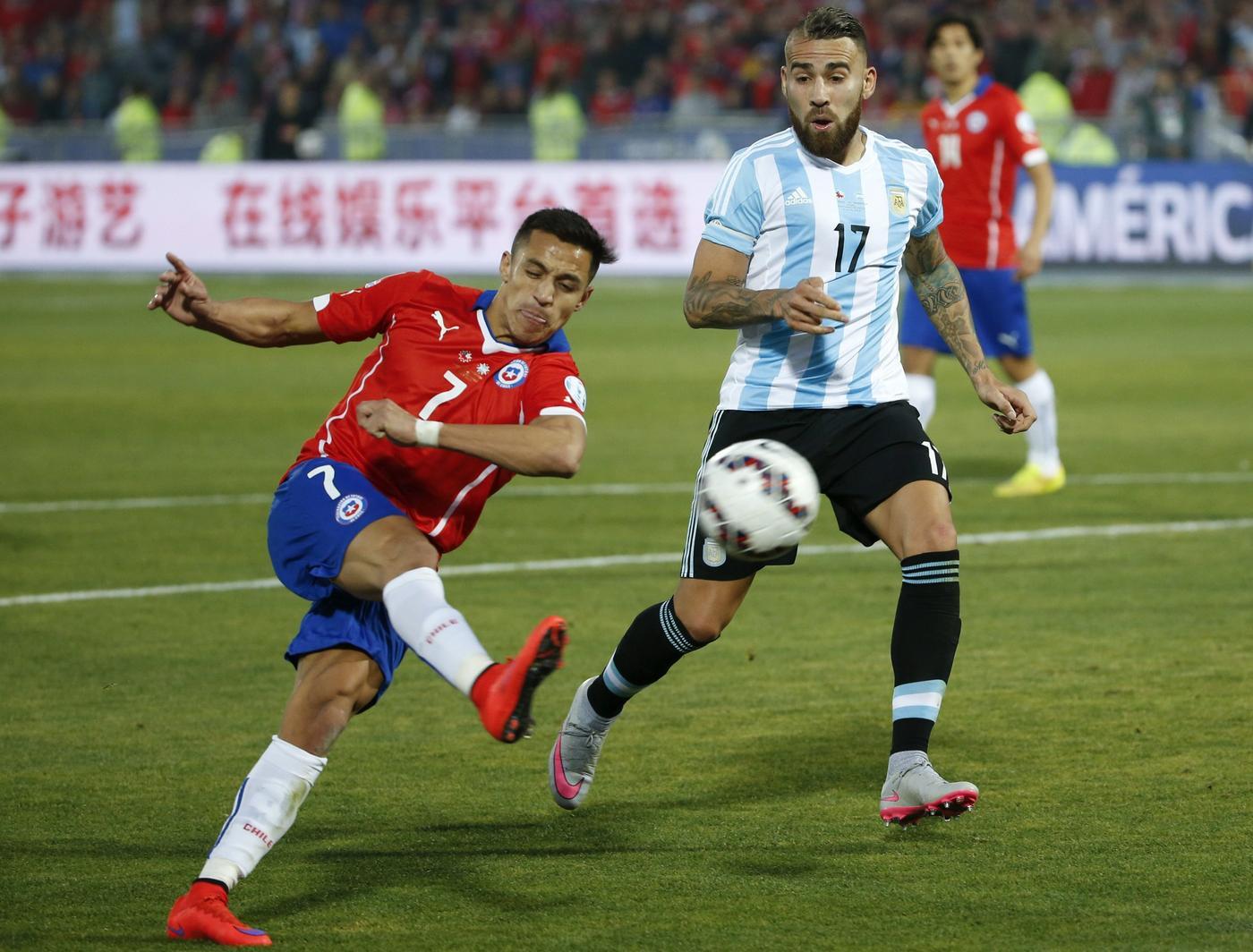 Manchester United and Valencia remain at transfer impasse over Nicolas Otamendi