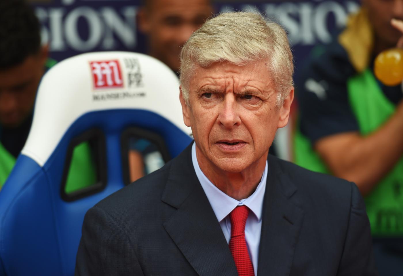 Arsenal transfer news: Edinson Cavani confident of move, Arsene Wenger hints at manic deadline day, Julian Draxler linked