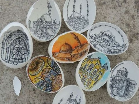 Artist creates incredibly detailed drawings on the inside of eggshells