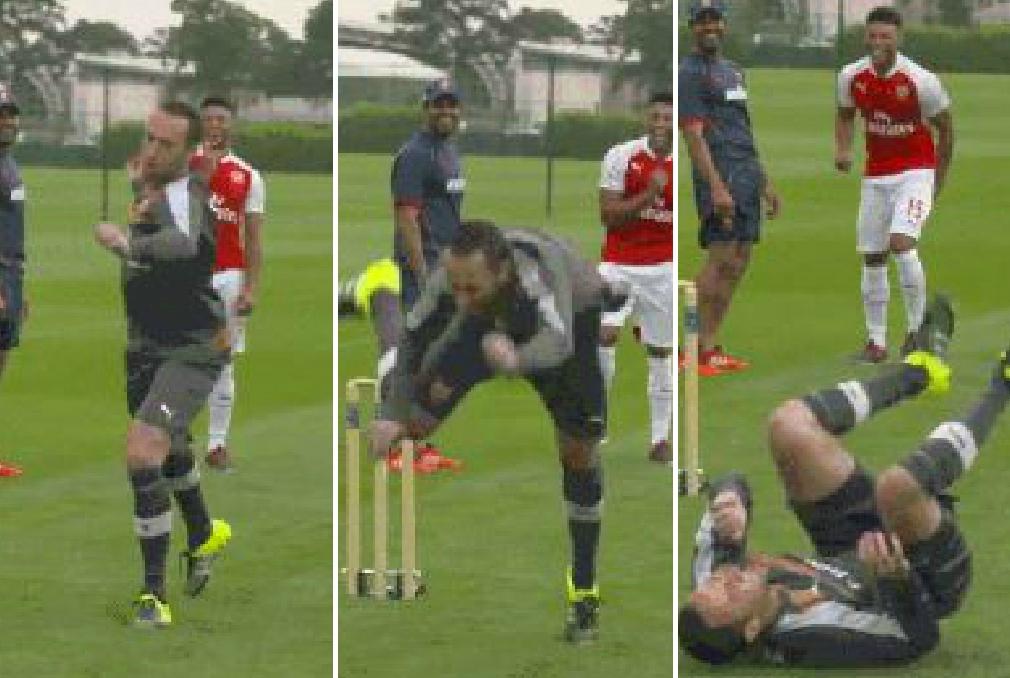 Arsenal's David Ospina attempts to play cricket, fails miserably