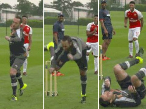Arsenal's David Ospina attempts to play cricket, fails miserably
