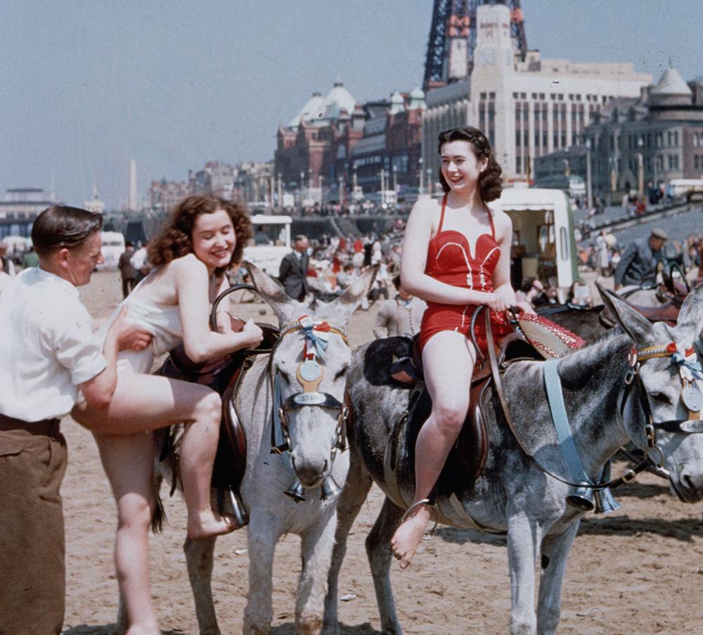 Nostalgic photos from the 1950s show fun in the sun at Blackpool Pleasure Beach