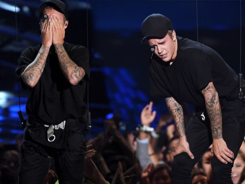 Emotional Justin Bieber breaks down in tears on stage at MTV VMAs and manages to melt hearts everywhere