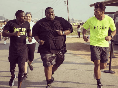 We've fallen in love with Kevin Hart after seeing this pic of him motivating an overweight man to finish 5k run