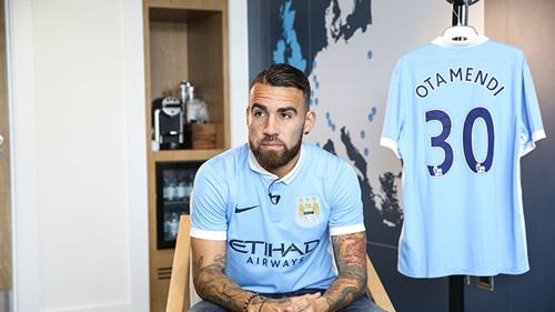 Aguero convinced Otamendi to join City. (Picture: www.mcfc.co.uk)