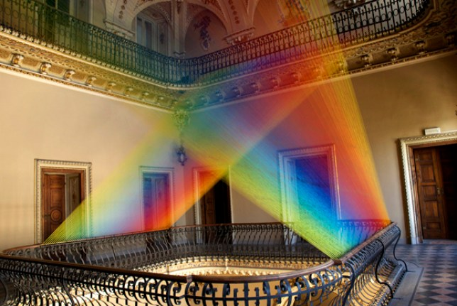 Photographer creates rays of light out of thread Credit: http://www.gabrieldawe.com PLEASE LINK: http://www.gabrieldawe.com/