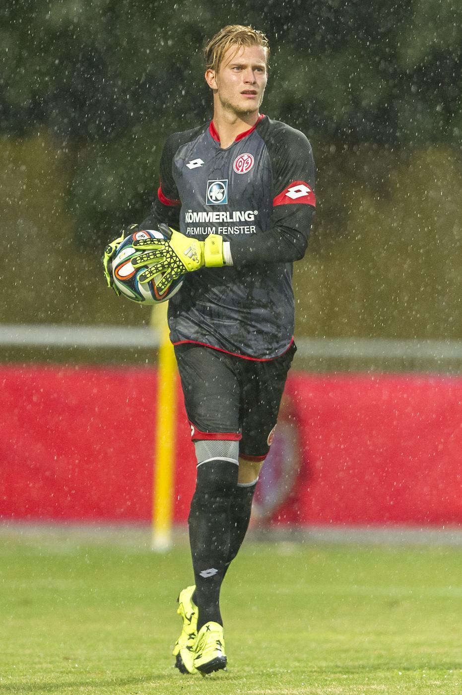 Aston Villa target transfer of Mainz goalkeeper Loris Karius – report