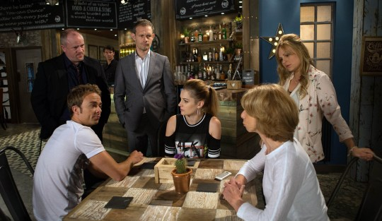 FROM ITV STRICT EMBARGO - TV Listings Magazines & websites Tuesday 15 September 2015, Newspapers Saturday 19 September 2015 Coronation Street - 8735 Monday 21st September 2015 - 1st Ep The Platts are shocked to hear the police had to release Callum, DS Tyler explains that Callum's on bail and asks the Platts to notify him if he threatens them. Fearing Callum is out for revenge, Kylie, David, Sarah and Bethany agree to stay in pairs, while Gail takes Max and Lily to stay at Audrey's. Picture contact: david.crook@itv.com on 0161 952 6214 Photographer - Joseph Scanlon This photograph is (C) ITV Plc and can only be reproduced for editorial purposes directly in connection with the programme or event mentioned above, or ITV plc. Once made available by ITV plc Picture Desk, this photograph can be reproduced once only up until the transmission [TX] date and no reproduction fee will be charged. Any subsequent usage may incur a fee. This photograph must not be manipulated [excluding basic cropping] in a manner which alters the visual appearance of the person photographed deemed detrimental or inappropriate by ITV plc Picture Desk. This photograph must not be syndicated to any other company, publication or website, or permanently archived, without the express written permission of ITV Plc Picture Desk. Full Terms and conditions are available on the website www.itvpictures.com