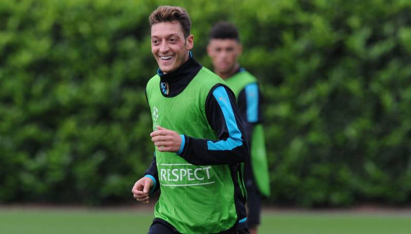 ST ALBANS, ENGLAND - SEPTEMBER 15: Mesut Ozil of Arsenal during a training session at London Colney on September 15, 2015 in St Albans, England. (Photo by Stuart MacFarlane/Arsenal FC via Getty Images)
