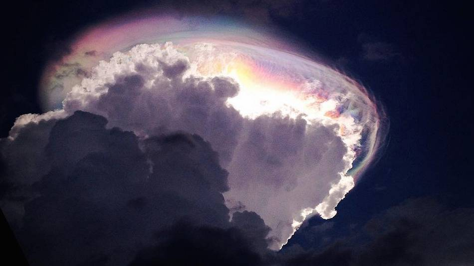 People saw this rainbow cloud formation and thought the world was ending
