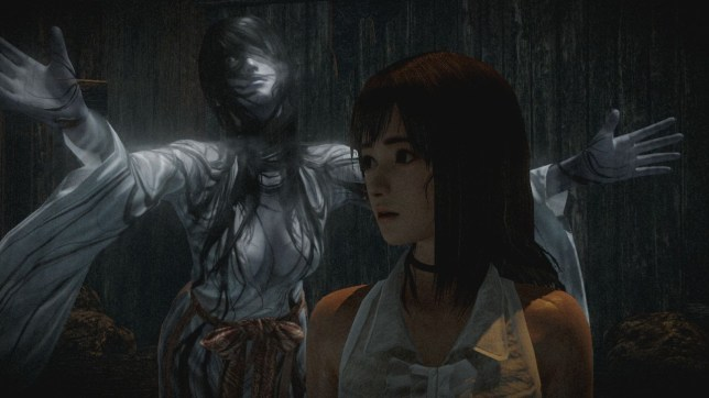 Project Zero: Maiden Of Black Water (Wii U) - she's behind you!