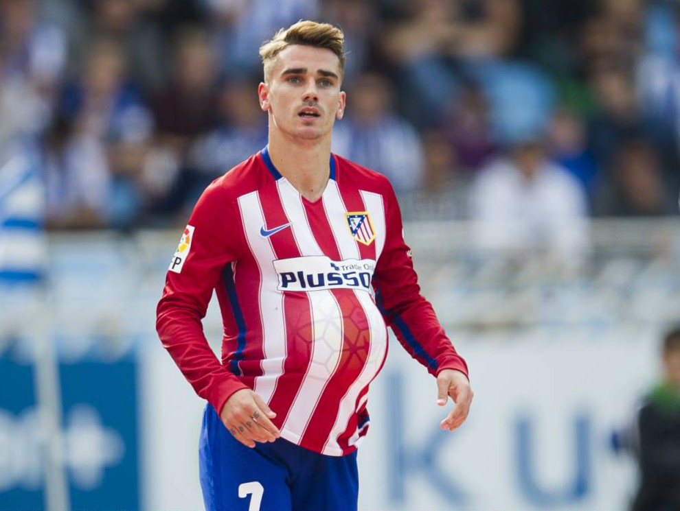 SAN SEBASTIAN, SPAIN - OCTOBER 18: Antoine Griezmann of Atletico de Madrid celebrates after scoring during the La Liga match between Real Sociedad de Futbol and Atletico de Madrid at Estadio Anoeta on October 18, 2015 in San Sebastian, Spain. (Photo by Juan Manuel Serrano Arce/Getty Images)
