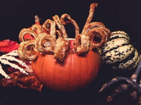 Halloween recipe: Scratchy witch claws with blood apple dip