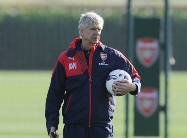 ST ALBANS, ENGLAND - OCTOBER 26: Arsenal manager Arsene Wenger looks on during a training session at London Colney on October 26, 2015 in St Albans, England. (Photo by Stuart MacFarlane/Arsenal FC via Getty Images)
