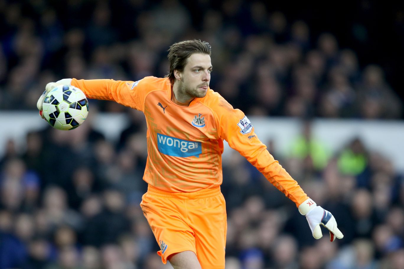 FILE PHOTO: Newcastle United goalkeeper Tim Krul has been ruled out for the rest of the season with a serious knee injury. Newcastle United's Tim Krul ... Soccer - Barclays Premier League - Everton v Newcastle United - Goodison Park ... 15-03-2015 ... Liverpool ... England ... Photo credit should read: Richard Sellers/EMPICS Sport. Unique Reference No. 22503910 ...