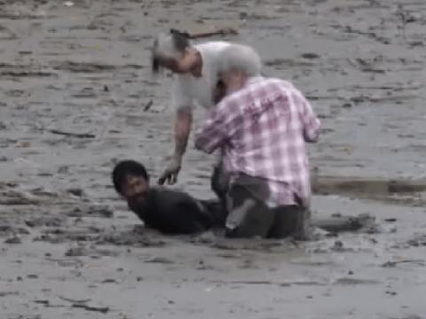 'Hero' fisherman sacrifices himself to help tourists stuck in mud