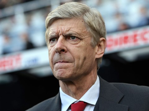 Arsene Wenger didn't sign defensive midfielder because he likes to keep Arsenal squad small, says journalist